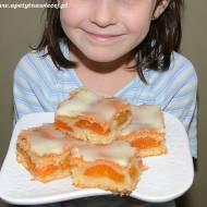 Słodki gość - słodkie ciasto:) Bez jajek z morelami