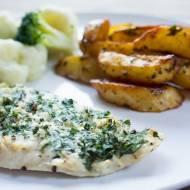 Pieczona ryba z czosnkiem. / Baked garlic fish .