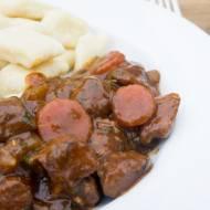 Gulasz wołowy  na czerwonym winie. / Red wine beef stew.