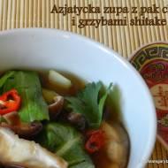 Azjatycka zupa z pak choi i grzybami shitake