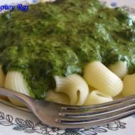 Zielona wyspa, czyli makaron z sosem szpinakowym