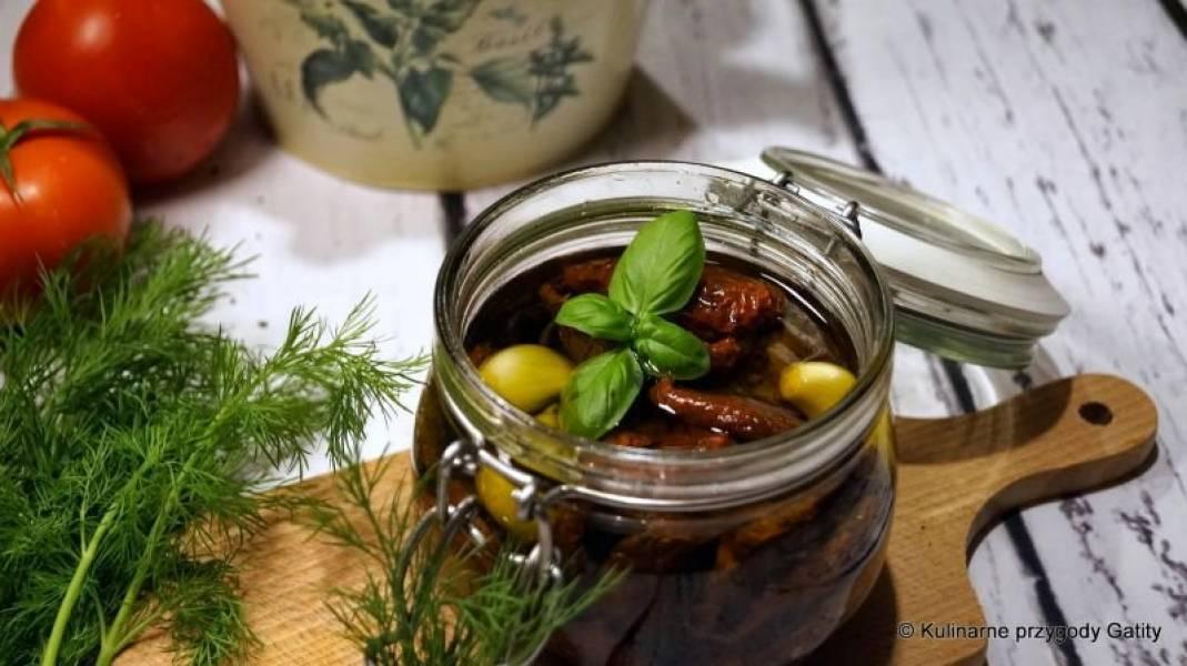 Suszone pomidory w oliwie z ziołami