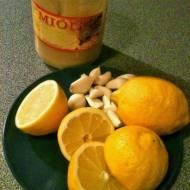 Coś na przeziębienie. Naturalny antybiotyk. Syrop z czosnku, miodu, cytryny i imbiru.
