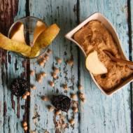 Hummus z suszonymi śliwkami i gruszką