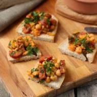 Chleb andaluzyjski (tapas z chorizo i cieciorki)