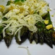 Zielone szparagi z jajkiem i mozzarellą