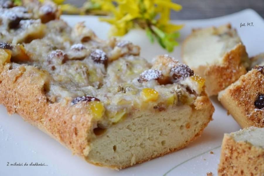 Ciasto z białek z bananem i bakaliami