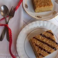 Samoa Blondies – piernikowe ciasto z kajmakiem i kokosem na styl amerykański