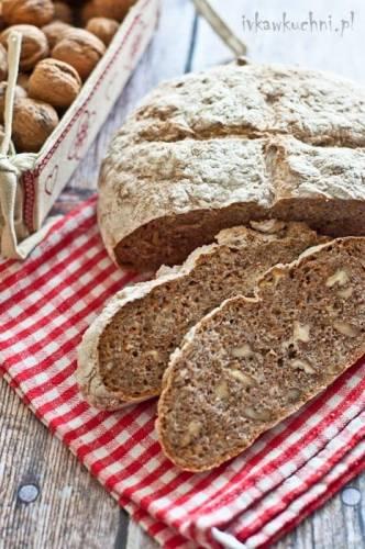 Chleb z orzechami włoskimi i marchewką oraz recenzja kamienia do pieczenia chleba BAKERO