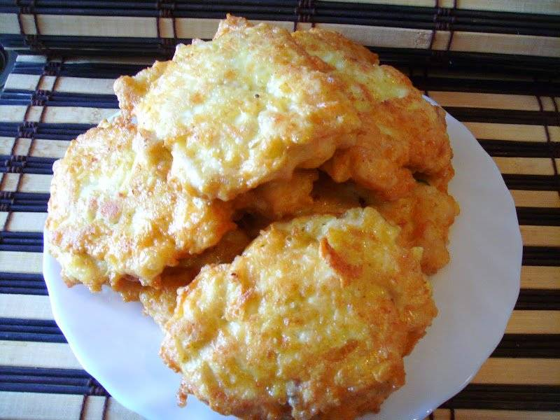 Serowe kotleciki z piersi kurczaka. Delikatne i smaczne :)