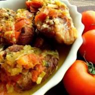 Żeberka w porach i pomidorach