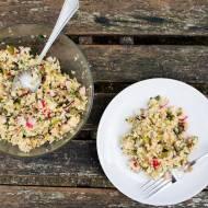 Chrupiąca sałatka z  bulguru, czerwonej soczewicy, grillowanego kurczaka i warzyw. / Crunchy salad with bulgur, red lentils, gri