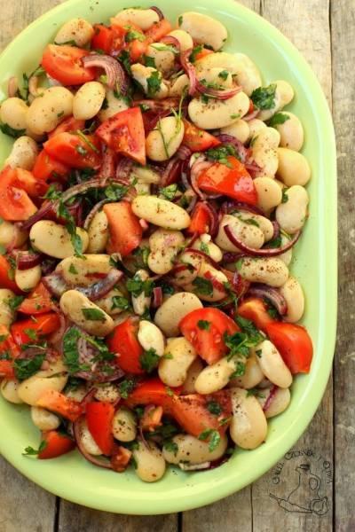 Piyaz - turecka sałatka z fasoli