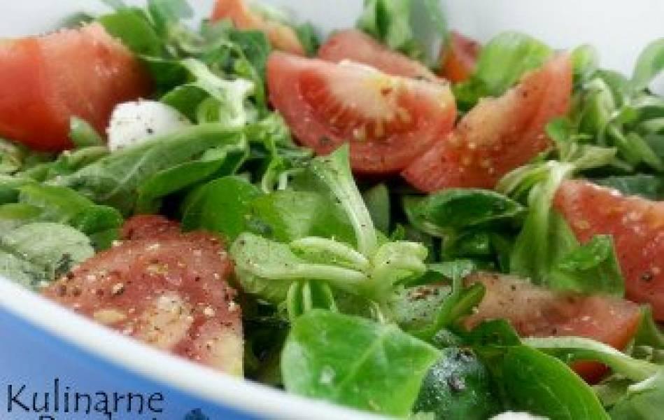 Szybka i prosta sałatka z mozzarellą, roszponką i pomidorami