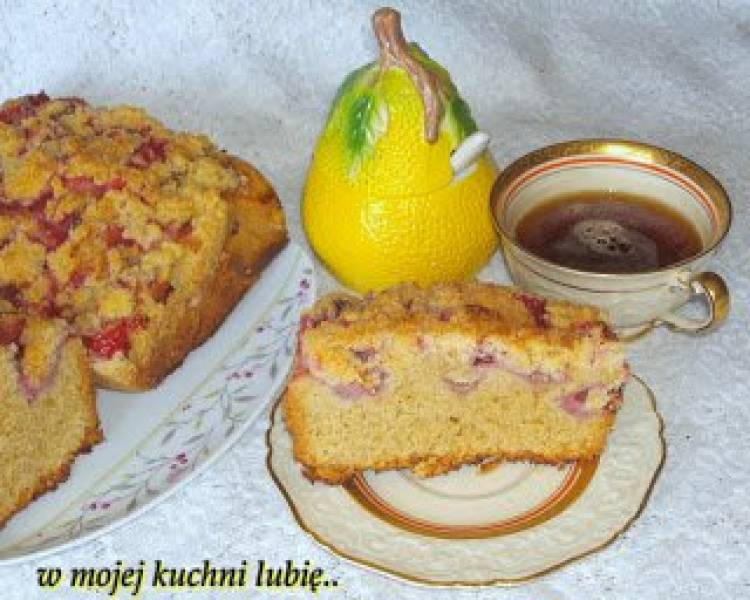 ciasto pyszne wanilią i truskawkami pachnące...