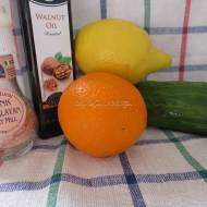 Wykwintna sałatka z ogórka i pomarańczy