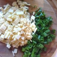 Placki z kukurydzy z chili i szczypiorkiem