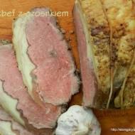 Rostbef wołowy z czosnkiem, pieczony