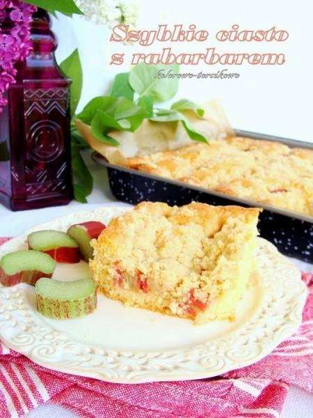 Szybkie ciasto z rabarbarem ( całoroczne ciasto z owocami )