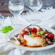 Kurczak caprese – z mozzarellą i pomidorami.