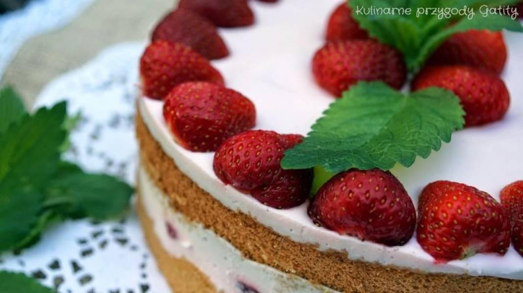 Biszkoptowe ciasto z truskawkami