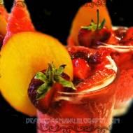 Musująca galaretka arbuzowa z szampańskimi bąbelkami i słodkim dodatkiem truskawek