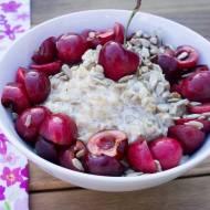 Owsianka z czereśniami. / Porridge with cherries.