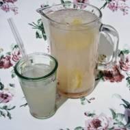 Lemoniada z różą.
