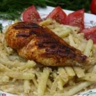 Fasolka szparagowa idealnie łączy się z soczystą piersią kurczaka , całość tworzy wyśmienite danie obiadowe :)