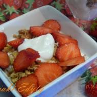 Granola z truskawkami