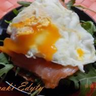 Kanapka z jajkiem i łososiem