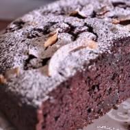 Wilgotne ciasto czekoladowe z wiśniami