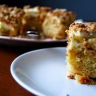 Ciasto z rabarbarem, pianką i razową kruszonką