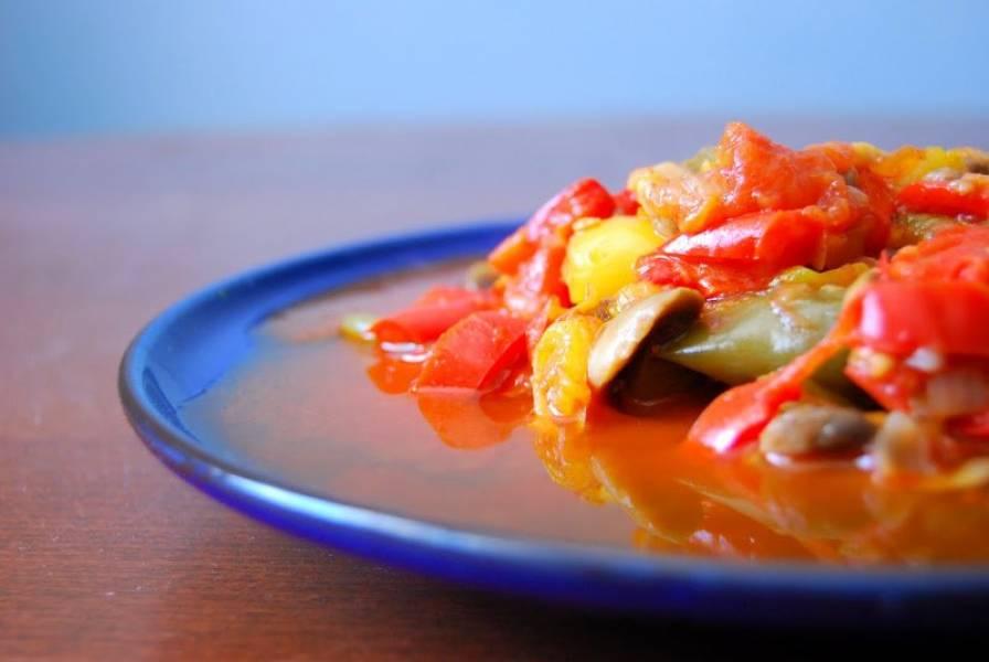 Paprykowe leczo z chili i pieczarkami
