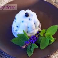 Jogurtowy letni deser z jagodami