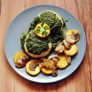 Szybki Obiad: pampuchy ze szpinakiem, żółtą cukinią i pieczarkami