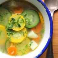 Lekka zupa z cukinią na lato