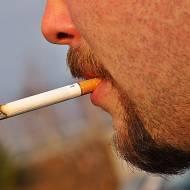 Palącym osobom jest bardziej zimno !