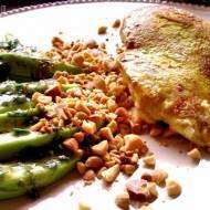 Filety z piersi kurczaka z awokado i orzeszkami ziemnymi