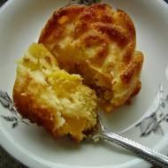 Muffiny z brzoskwiniami.