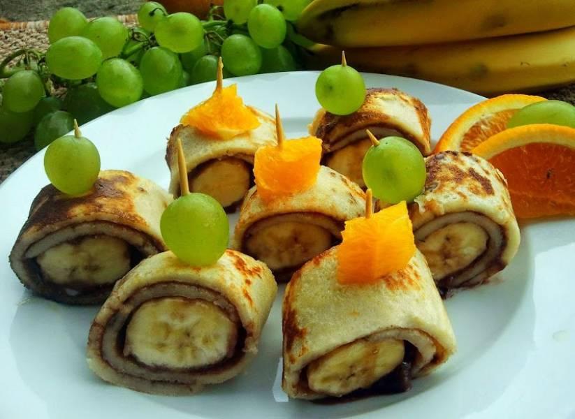koreczki naleśnikowe z owocami