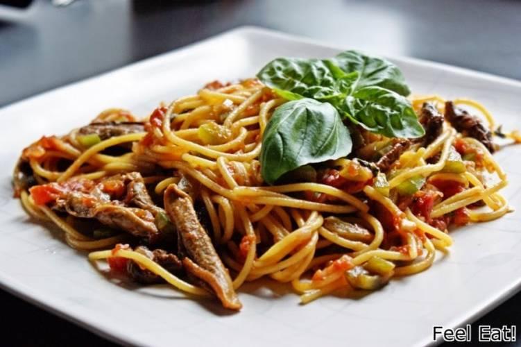 Spaghetti con funghi e peperoni/ Spaghetti z grzybami i zieloną papryką