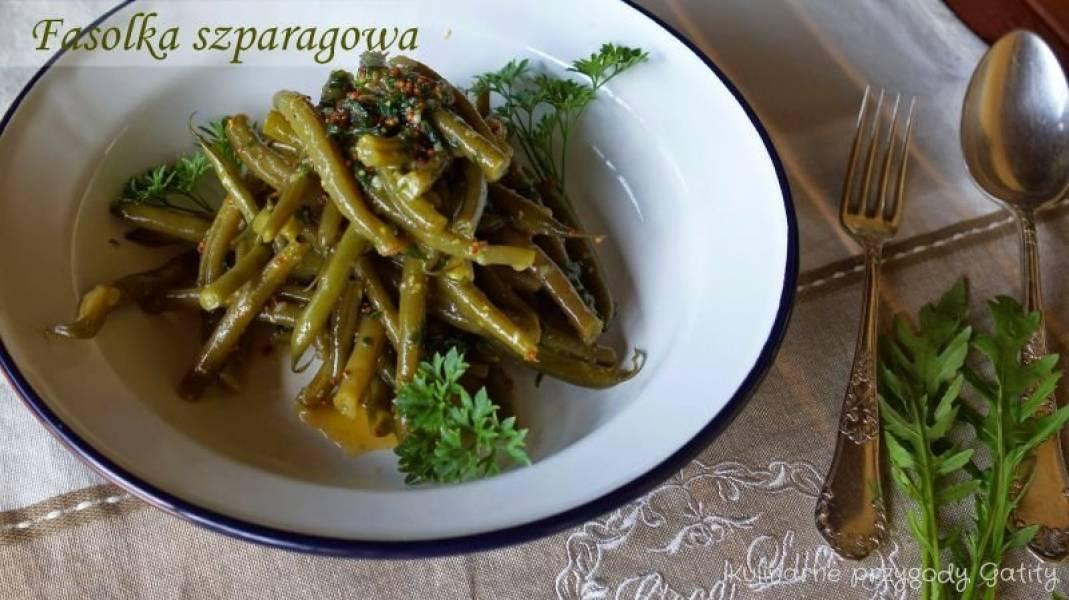 Sałatka z fasolki szparagowej w miodowo-musztardowym sosie