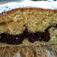 Ucierane ciasto z kakaowym paskiem