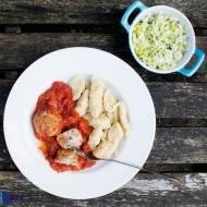 Pieczone pulpety z indyka w pomidorowym sosie. / Baked turkey meatballs in tomatoes sauce.