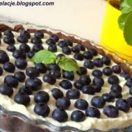 Czekoladowa tarta z kremem limonkowym i borówkami