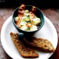 Jajka zapiekane z serem brie i pieczarkami