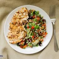 Sałatka z kuskusem i  kurczakiem. / Salad with couscous and chicken.