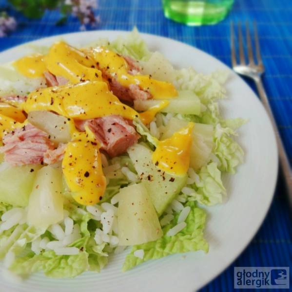Sałatka z melonem, ananasem i tuńczykiem (bez glutenu, mleka i jajek)