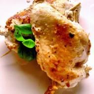 Kurczak z kozim serem i bazylią